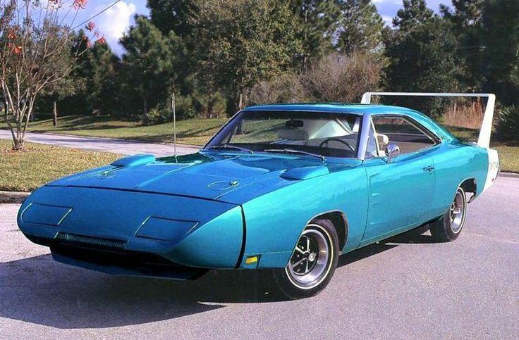 El Rey Strip Weathers de la película Cars. Un Dodge Charger Daytona del 70, gemelo del Plymouth Superbird.