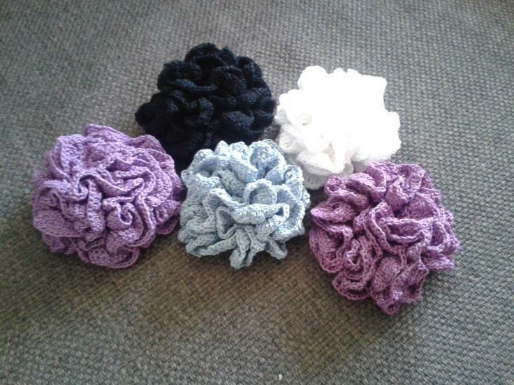 Saját tervezésű virág kitűzők