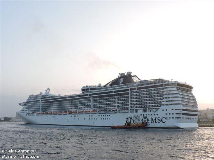 Το MSC Fantasia αποπλέει από τον Πειραιά. 23/01/2015.