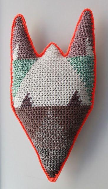 Lutter Idyl: Crochet Fox Pillow