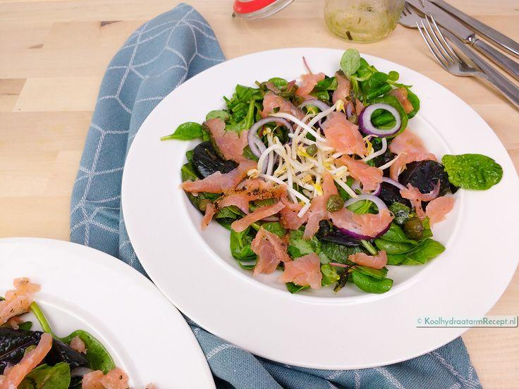 Heerlijke zeewiersalade zit in de dressing van deze supersnelle Salade gerookte zalm. Zeewier is namelijk rijk aan jodium en werkt als ontgifter.