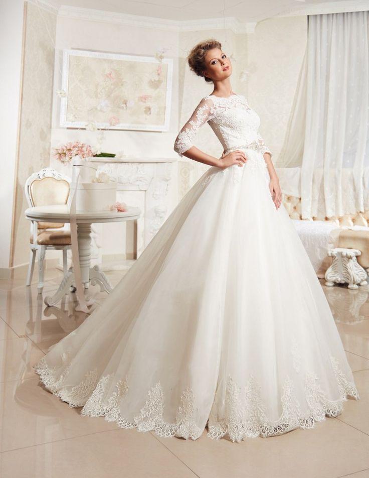 Самым важным знаменательным днем любой девушки считается свадьба. На сегодняшний день выбор свадебных нарядов переполнен разнообразием, поэтому каждая невеста сможет почувствовать себя сказочной пр…