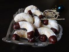 kokosovo-smotanove rohlicky http://raspberrybrunette.blogspot.sk/2014/12/kokosovo-smotanove-rohlicky-450-g.html  Raspberrybrunette