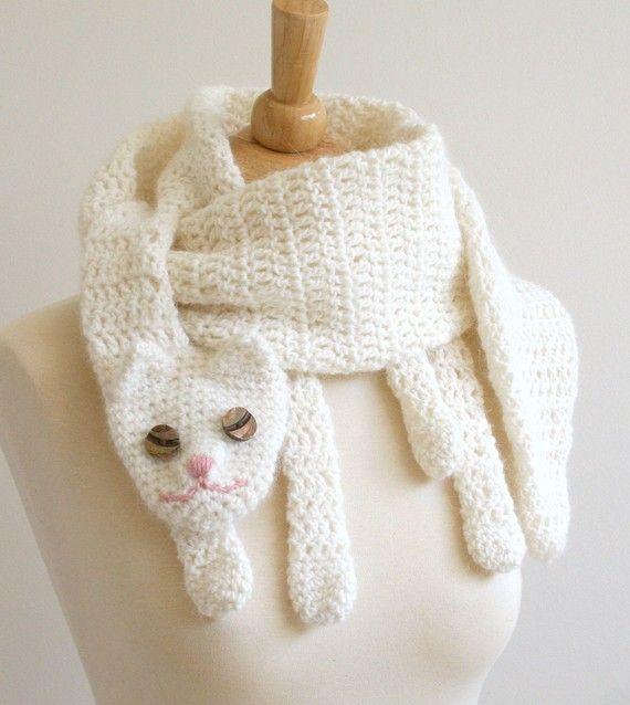 Le Cat Cuddler foulard.    Cette écharpe est miaulement du chat ! Traiter vous-même ou cet amoureux des chats spécial dans votre vie. Polyvalence et plaisir à porter – se faire remarquer !    Cette beauté a été crochetés à la main avec un fil de laine/angora merino doux dans la crème. Yeux est faits de boutons de nacre jolie. Les dimensions sont 60-½ po long x 5  ¼ large (après lavage et blocage). Lavage à la main uniquement par trempage dans leau froide avec un savon doux (shampooing doux…