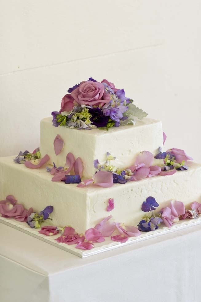 Purple Wedding. Fresh Flower cake top