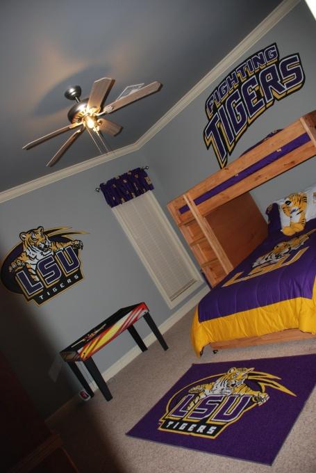 Landonu0027s LSU Room Kinda