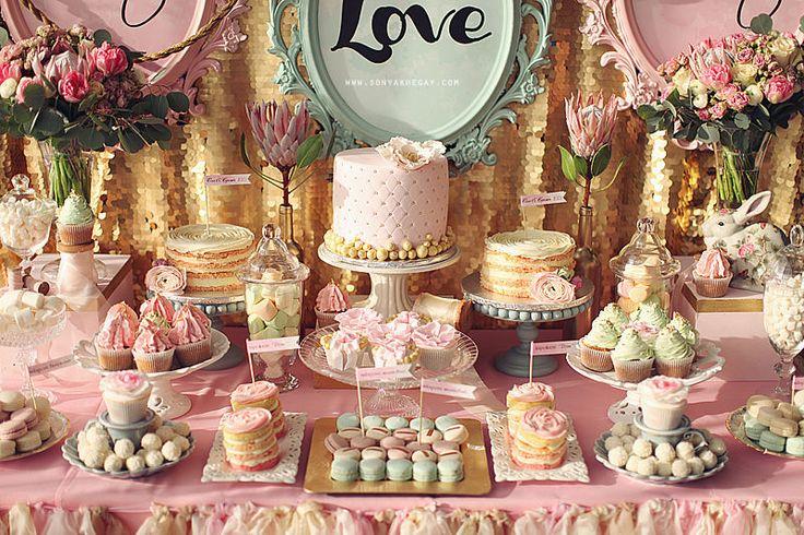 Mesa dulce para boda en tonos verdes y rosas.