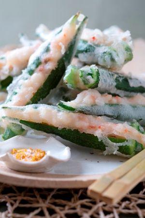 「ねばねばふわふわのハーモニー オクラとえびの米粉天」オクラは天ぷらや素揚げのほかにも、種ごと食べられるので、小口切りにしてそうめんや納豆の薬味に。また、乱切りにして煮物や炒め物にする場合は、生のまま加えて。【楽天レシピ】