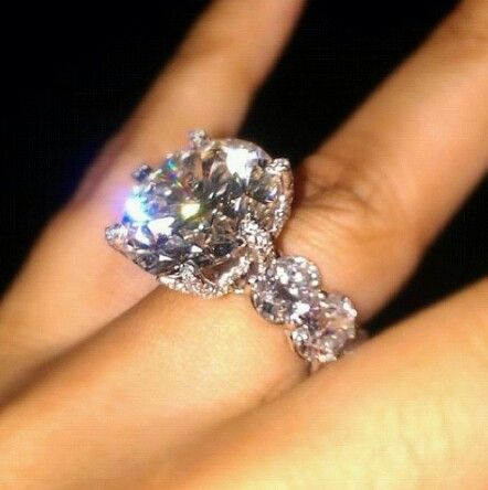 Floyd Mayweather Jr. finances ring---sickening but I WOULD kill for this!