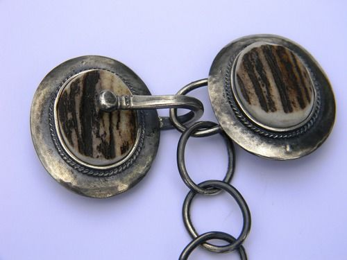 Mascherone in argento e corno di cervo (caduco) per la chiusura di tabarri e mantelle in esclusiva su www.mirabiliashop.com