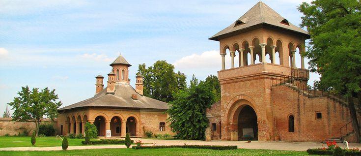 Palatul Mogosoaia,o minune arhitectonica a vremii sale,si o atractie turistica deosebita in zilele noastre se afla in judetul Ilfov,la doar 11 km de Bucuresti. In prezent Palatul Mogosoaia gazduieste Muzeul de Arta Brancoveneasca.