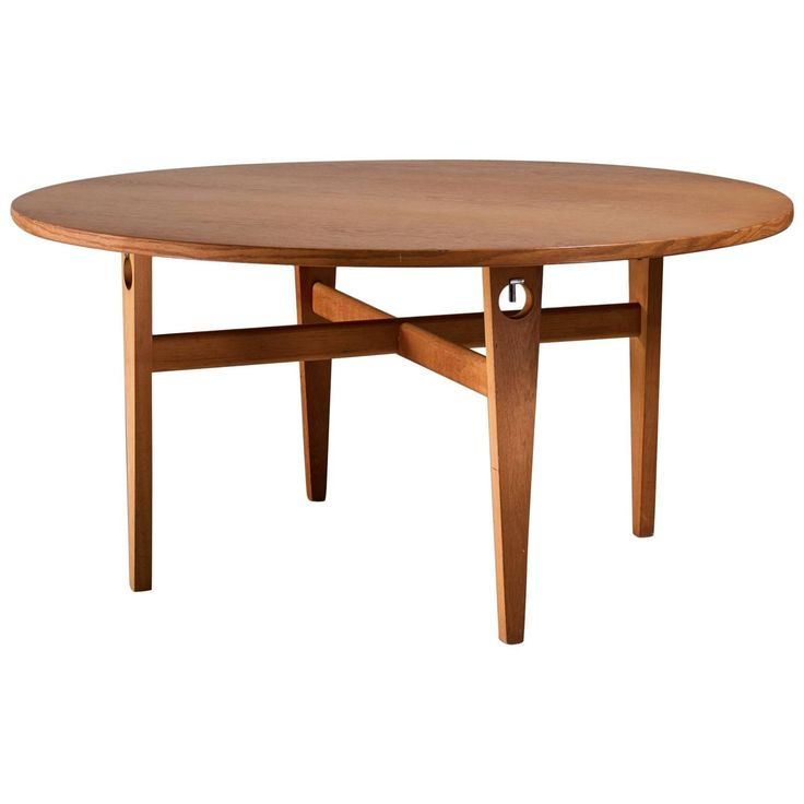 Hans Wegner Round Keyhole Dining Table in Oak, Denmark, 1950s