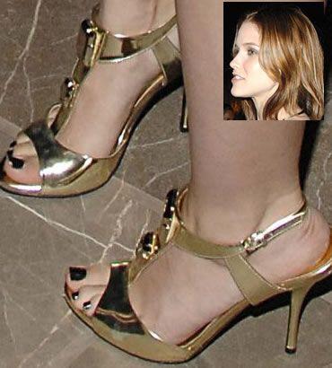 sophia bush's feet