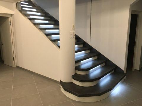 Oltre 25 fantastiche idee su illuminazione di scale su pinterest illuminazione di scale - Led per scale ...