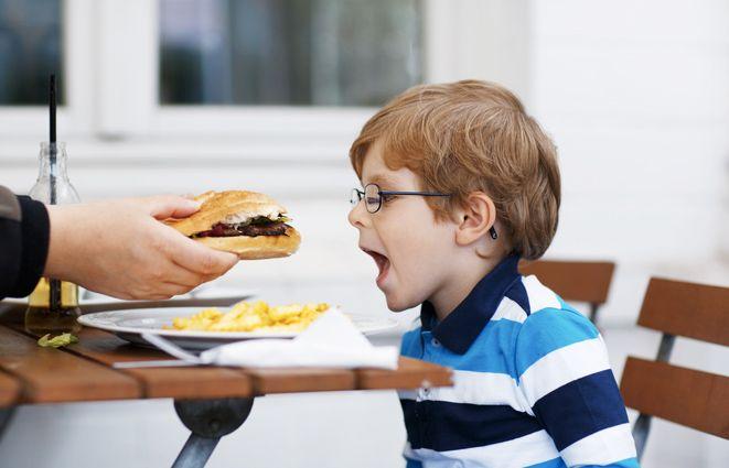 Fast food çocuklarda okul başarısını düşürebilir