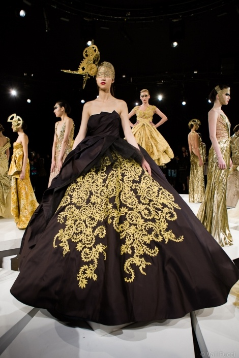 Rafael Cennamo Redefines the Showstopper | Moda and Estilo