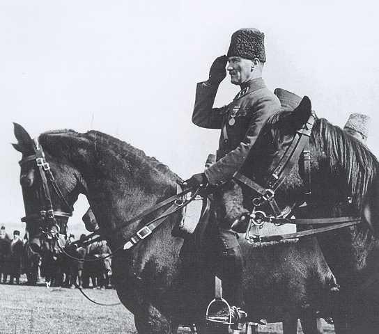 Askerlik  hayatını   öyle  bir  okul  haline  koymalıdır ki, hem   vatanı  savunabilecek  derecede  askerlik  sanatını   öğrensin  ve  hem de memleketine  döndüğü  zaman    bütün köy için ve köy  halkı  için ve hayatı için faydalı olabilecek şeyleri  öğrensin . (1923, İzmit) (Arı İNAN, Gazi Mustafa Kemal Atatürk'ün 1923 Eskişehir-İzmit Konuşmaları,  Ankara, 1982,   s. 54)