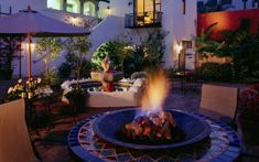 From moderate motels to full-service resorts, Santa Barbara has a lodging option for everyone and every budget!