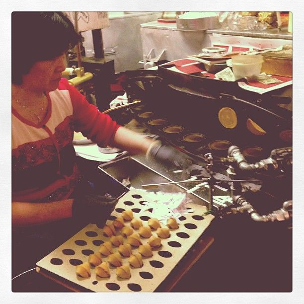 Golden Gate Fortune Cookie Factory 金門餅食公司 in San Francisco, CA. Visitors can taste some of the fortune cookies