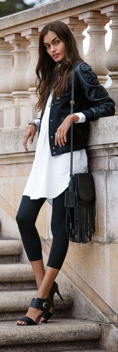 Tendance incontournable de l'automne, une touche féminine adoucit le style masculin classique. Une veste universitaire noire et moderne joue la carte masculine et décontractée.