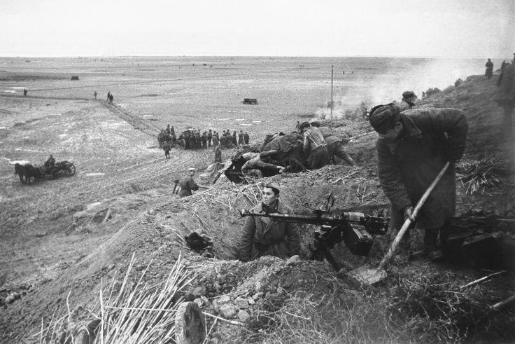 Фото: Советские солдаты на берегу озера Сиваш