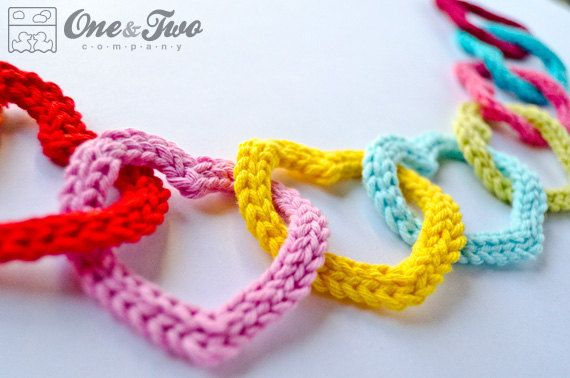 Garland of Colorful Hearts PDF Crochet von oneandtwocompany