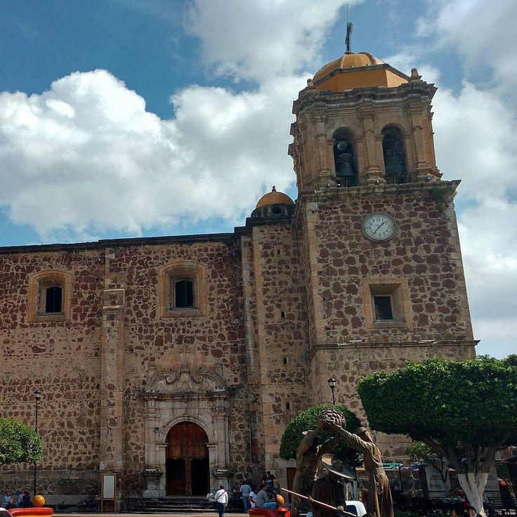 https://flic.kr/p/ECDu2X | Templo de Santo Santiago Apostol, está ubicado en el centro de la población, data del siglo XVII y su edificación estuvo a cargo del Alarife Martín Casillas. #tequila #jalisco #mexico