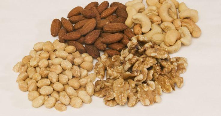 ¿Qué sucede si tu dieta carece de lípidos?. Los lípidos son un grupo de moléculas naturales que incluyen las grasas. Aunque un exceso de algunos tipos de lípidos puede aumentar el riesgo de contraer ciertos problemas de salud, otros lípidos transportan nutrientes vitales y ayudan a las funciones básicas del organismo. Tener una dieta moderadamente baja en grasas puede ser adecuado para ...