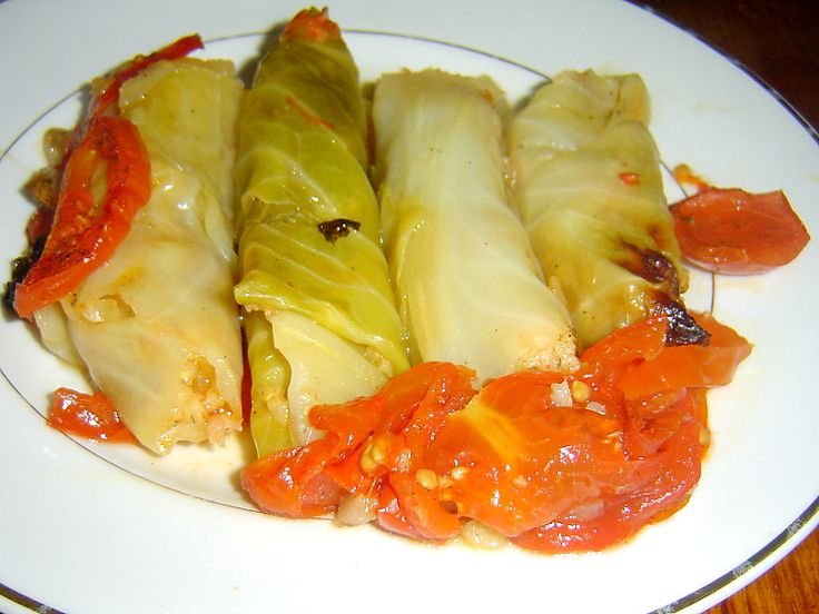Zelné závitky a plněné papriky trochu jinak. • Dvě jídla podobná, a přeci jiná. • Vaříme chutně, zdravě, levně. • Vaření s nápadem. • Plněné papriky nemusejí být vždy s rajskou omáčkou. • A plněné zelné listy nemusí být jen tradiční holubky. • Levná jídla skoro bezmasá. • Plněné papriky a zelné listy: recepty a inspirace. •