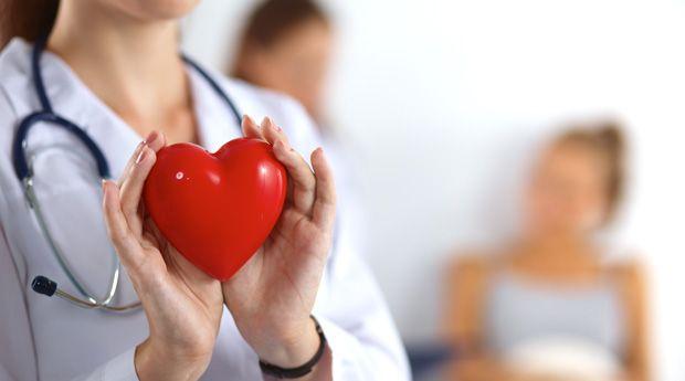 Диета, работа, отношения: что вредит вашему сердцу? - Вы, наверняка, знаете о том, что хорошо и полезно для вашего сердца: следуете средиземноморской диете и ежедневно посвящаете время кардио-упражнениям. Но из-за нескончаемого потока новейших исследований и псев�