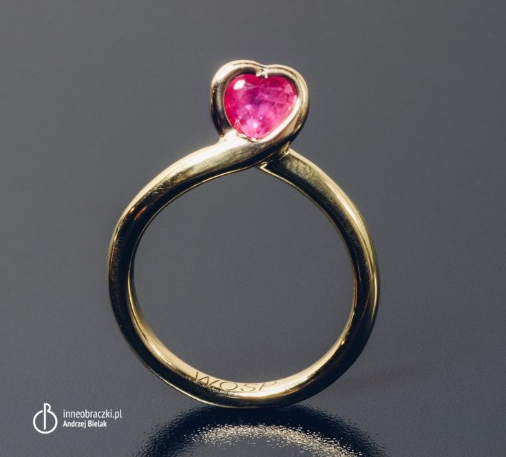 Złoty pierścionek z rubinem w kształcie serca dla Wielkiej Orkiestry Świątecznej Pomocy