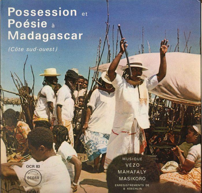 Très belle pochette d'un 33t Ocora sur des musiques de Madagascar.  Réédité en CD en 1993 avec 24 minutes supplémentaires;