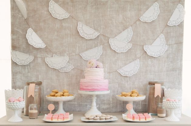 i LOVE this garland and it would be so easy to do! Just twine and paper doilies folded over.