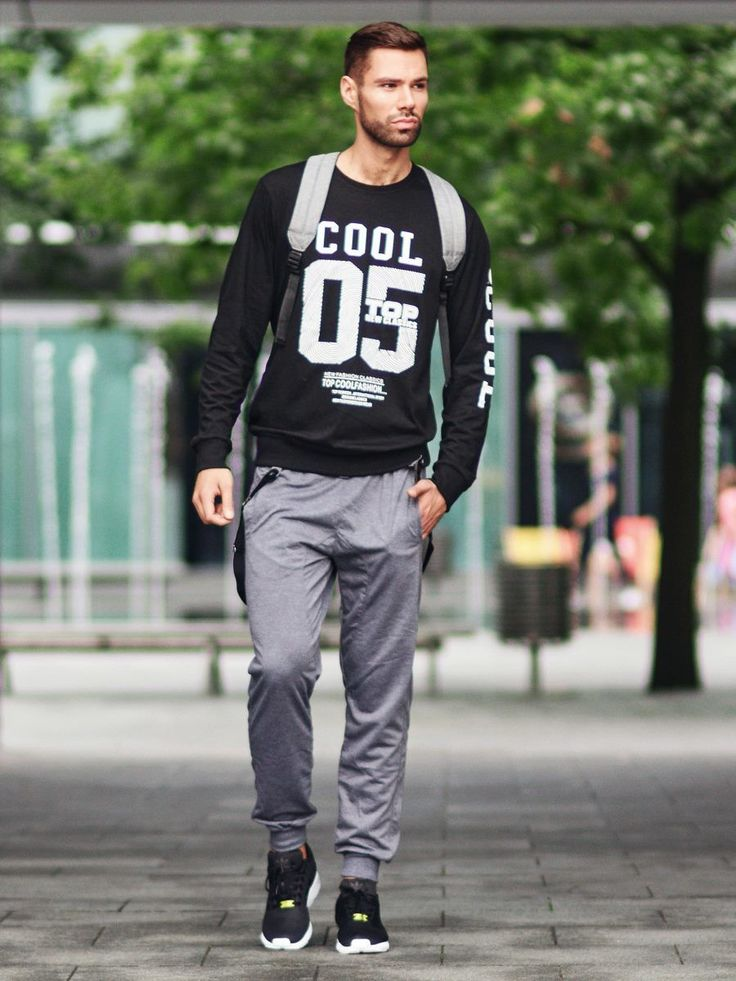 Minimalistic, sporty look from Bolf. A black sweatshirt has a large overprint and fits to silhouette just perfectly. Sporty anthracite joggers are proven choice for a training and thanks to suspenders fits good to almost every streetwear look.
