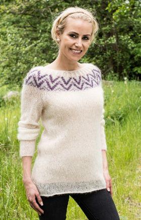 Gratis strikkeopskrifter: Silkeblød sweater i fnuglet mohair med fin bort på bærestykket