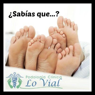 Los pies de niños crecen continuamente y deben ser medidos cada tres meses. A las mujeres dejan de crecerles los pies aproximadamente a los 14 años de edad mientras que a los hombres les crecen los pies hasta los 16 años más o menos. Si con 12 años tienes una talla 41… cuidado que todavía puede crecerte el pie.