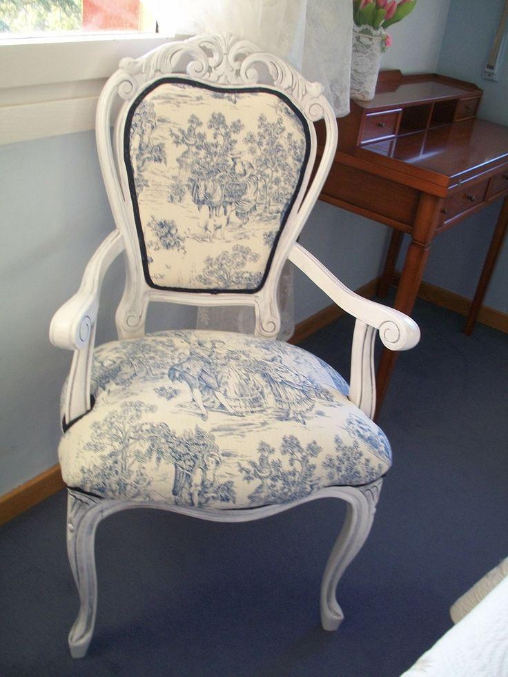 Silla isabelina lacada en blanco con p tina azul y tela de - Telas para sillas de cocina ...