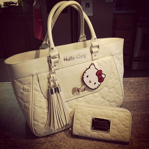 <3 hello kitty purse with matching wallet