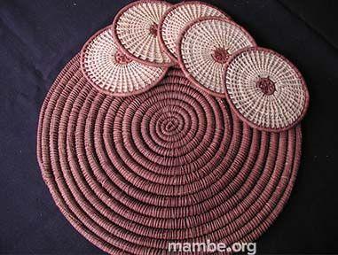 Individuales y portavasos de fibra de chiquichiqui y bejuco de mamure. ( Vichada- Colombia) #Artesanias  Cómpralo en Mambe.org!