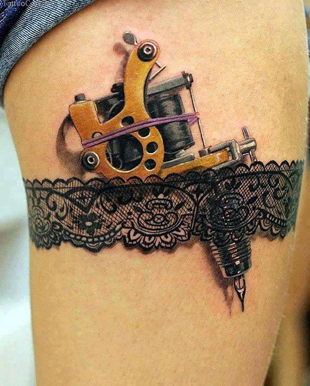 Este es el liguero perfecto para una tatuadora que adora su profesión.