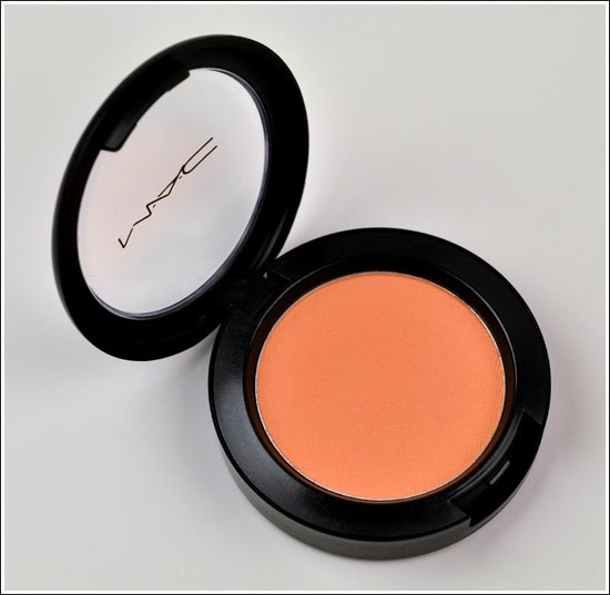 Try a creamy peach blush for a fresh look! #pantoneweddingseries