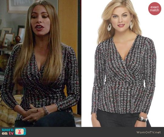 Gloria's black, white and red printed wrap top on Modern Family.  Outfit Details: http://wornontv.net/43840/ #ModernFamily