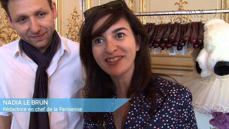 Les animatrices de Canal+ font mouche pour la Parisienne avec les créations de l'artiste Michaël Cailloux.  Avec Daphné Roulier, Daphné Bürki, Isabelle ithurburu et Doria Tillier, il remet aux goût du jour les mouches, code de séduction du 18ème siècle. A l'heure où tout le monde dévoile ses états d'âme sur le Web, Michaël Cailloux nous invite à nous dévoiler dans la rue ou sur le Web !