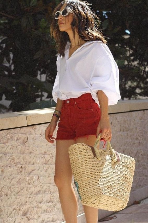 Finding the perfect bag for the summer is very important, especially since we like to keep the jewelry to a minimum as the weather heats up. Here are some our our favorite embroidered looks, like watermelons and pom-poms.