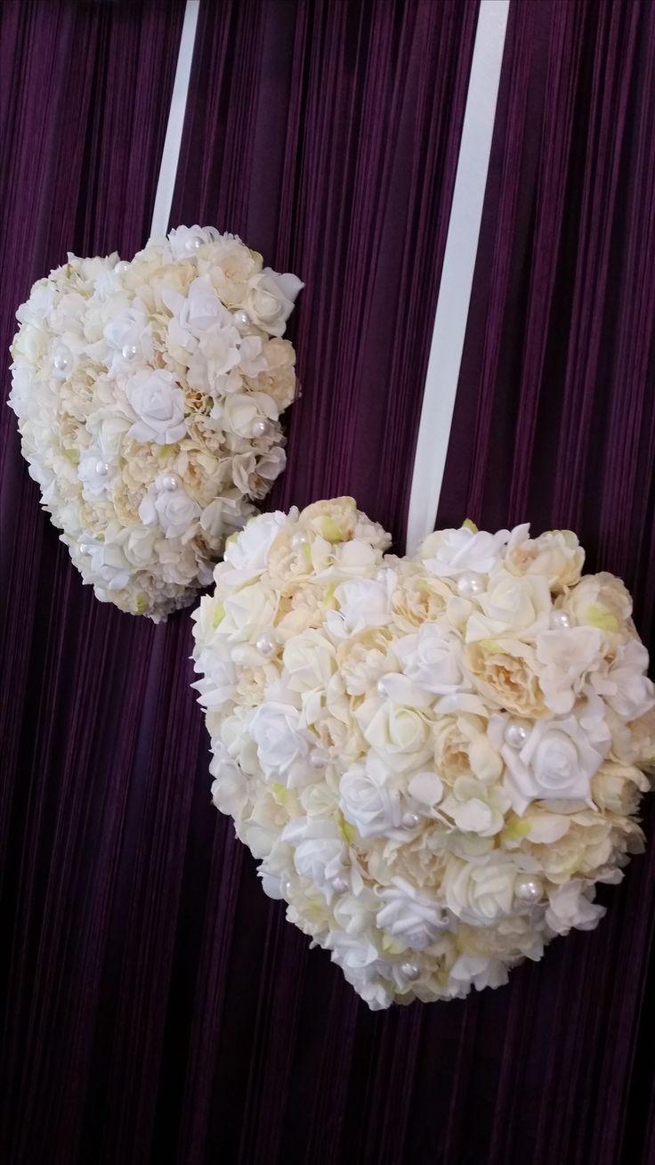 Esküvői dekoráció 3D-ben??? A domború felületű, minőségi selyemvirág szívekkel ez is megoldható. De ne keresd sz üzletekben, ezeket a két kezemmel készítettem.