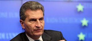 Επίτροπος Ετινγκερ για το ελληνικό χρέος: Δεν μπορούμε να μεταθέτουμε την αποπληρωμή στα εγγόνια μας
