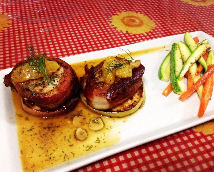 Filete de cerdo con manzana asada en salsa de mandarina