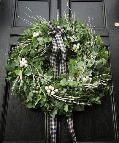 Altogether Christmas Decorating: Christmas Wreaths.