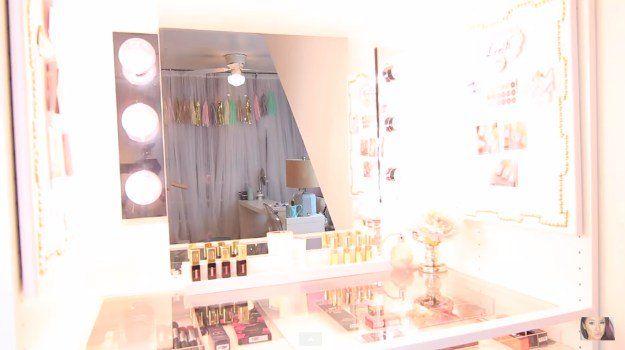 Check out DIY Makeup Vanity With Lights at makeuptutorials.c...