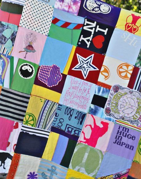 T-shirt Quilt - 20 Things You Can Make With An Old T-Shirt #diy #quit #tshirt